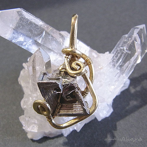 画像1: 古機巧魔燃料護符(桃橙金銀)  ビスマス結晶 (1)